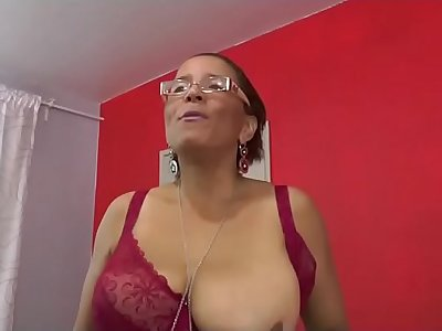 Sonia a mature fist for porn casting