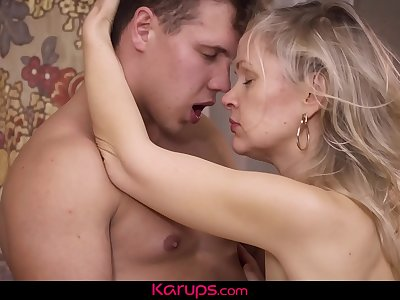 Karups - Horny Mature Amateur Midge Mayor Fucks Laptop Repair Man