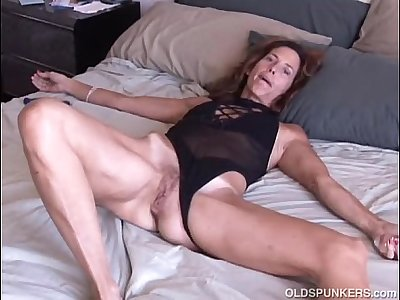 Mature amateur loves it anal
